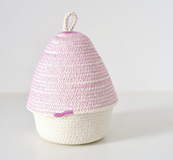 Small decor box to use as a jewellery basket or as a office box. Made of cotton rope in the Mediterranean.