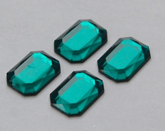 Faceted Emerald Green Acrylic Flat Back Cabochons 18x13mm cab785F