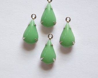 Vintage Opaque Green Glass Teardrop Stone in 1 Loop Silver Plated Setting par007RR