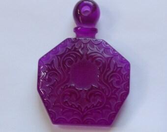 Vintage Purple Etched Faux Perfume Lucite Bottle Pendant pnd064G