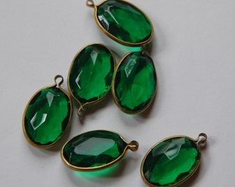 Vintage Brass Channel Set Faceted Oval Emerald Green Acrylic Drops Charms (6) chr161A