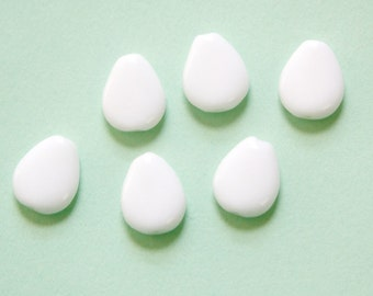 Vintage Flat White Teardrop German Glass Beads 13mm (12) grm063A