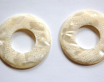 Vintage Ivory Pearl and Lace Lucite Bead Ring Connector hps073