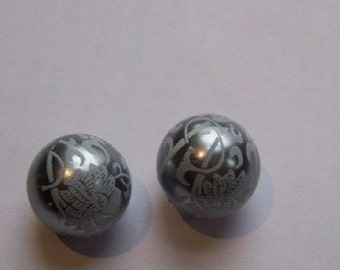 Vintage Style White on Gray Floral Lace Beads 13mm bds148B