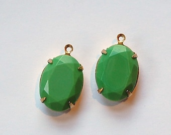 Vintage Opaque Green Faceted Stone in 1 Loop Brass Setting ovl003Q