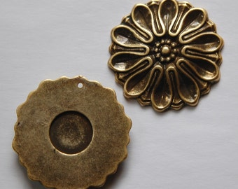 Vintage Antiqued Gold Plated Acrylic Flower Pendants pnd121A