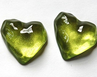 Vintage Funky Mod Bumpy Peridot Lucite Heart Cabochon (2) cab773K