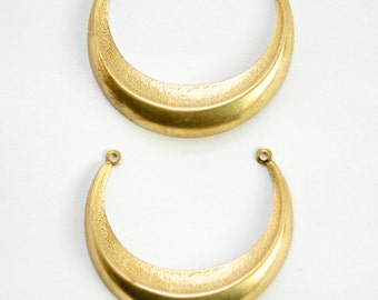 2 Loop Large Raw Brass Dapped Crescent Pendant Link (4) mtl083A