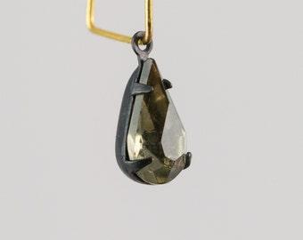 Black Diamond Glass Teardrop Stone 1 Loop Matte Black Setting par021A
