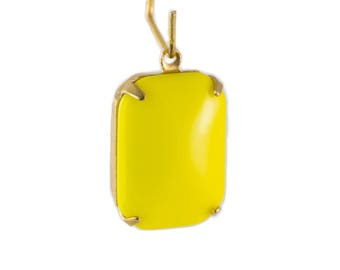 Vintage Opaque Yellow Glass Rectangle Drops in 1 Loop Brass Setting 18mm x 13mm (2) squ004S