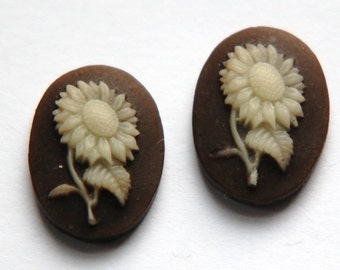 Vintage Japan Cream on Brown Sunflower Daisy Cabochon cab771
