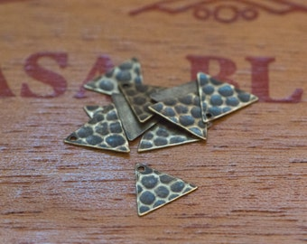 1 Hole Brass Ox Hammered Triangle Charms Drops 13mm (10) mtl147K