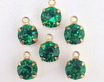 Vintage Medium Emerald Faceted Glass Stone 1 Loop Brass Setting Drops 7mm (6) rnd001LL