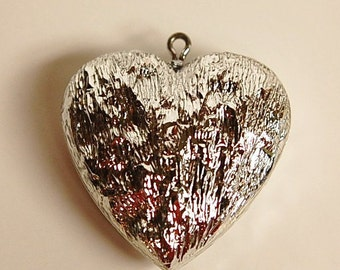 Vintage Acrylic Silver Crinkle Textured Heart Pendant pnd146B