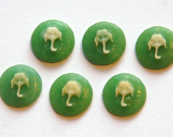 Vintage Acrylic Green and Ivory Elephant Cabochon Cameo 10mm cab808C