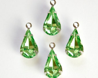 Vintage Peridot Green Glass Teardrop Stone 1 Loop Silver Setting par007AJ