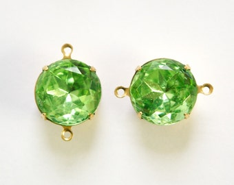 Vintage Peridot Faceted Glass Stones 2 Loop Brass Settings 15mm rnd012D2