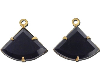 Vintage Opaque Black Faceted Fan Pendant 1 Loop Brass Setting18x13mm (2) tri004A