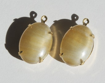 Vintage Beige Striped Glass Stones  in 1 Loop Brass Setting ovl003QQ