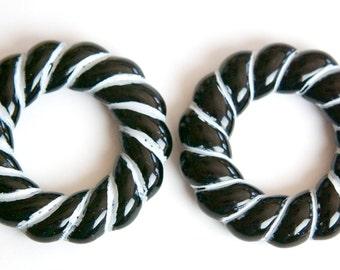 Vintage Acrylic Black with White Twist Hoops Pendants hps013B