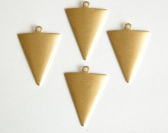 1 Loop Dapped Raw Brass Triangle Pendant Findings (8) mtl383