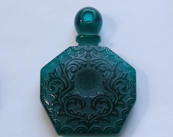 Vintge Emerald Green Etched Faux Perfume Lucite Bottle   Pendant pnd064E