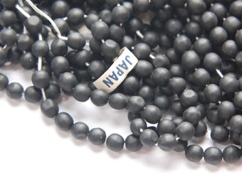 Vintage Matte Black Glass Beads Japan 6mm (10) jpn001C