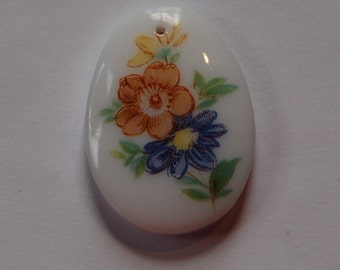 Vintage White Glass Pendant with Flower Decal pnd118
