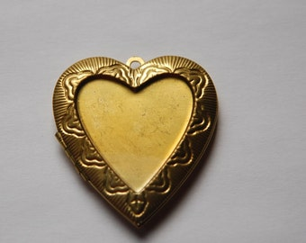 Large Vintage Raw Brass Heart Locket with Setting lkt004C