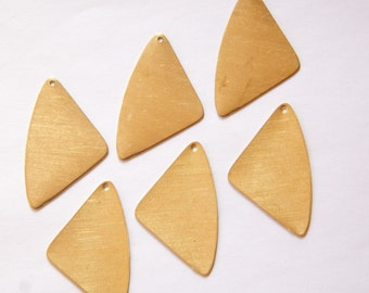 1 Hole Rounded Triangle Drops Pendants (6) mtl272