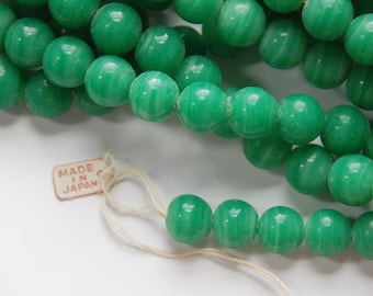 Vintage Jade Green Glass Beads Japan 8- 9mm (6) bds527A