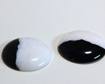 Vintage Black and White Acrylic Cabochons 34mm cab157A