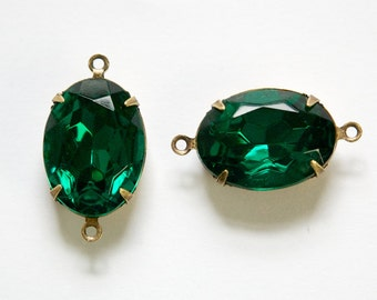 Vintage Faceted Emerald Green Stones 2 Loop Brass Ox Setting 18x13mm ovl015SS2