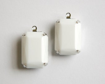 Vintage White Faceted Stones 1 Loop Silver Settings 18x13mm squ009MM