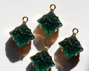 Raised Etched Emerald Green Square Glass Stones in 1 Loop Brass Setting 8mm squ002W