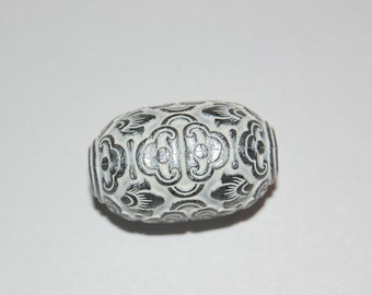 Vintage Ornate Carved Lucite Silver Grey and White Carved Lucite Focal Bead 28mmx17mm (2) bds040C