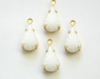 Vintage Opaque Etched White Glass Teardrop Stone 1 Loop Brass Setting par003AH
