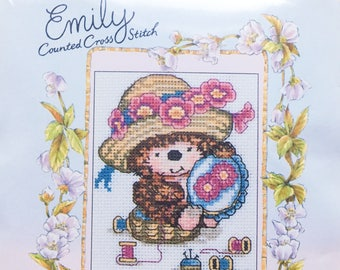 Emily Hedgehog Counted Cross Stitch Kit - Country Companions - Anchor - Coats Crafts