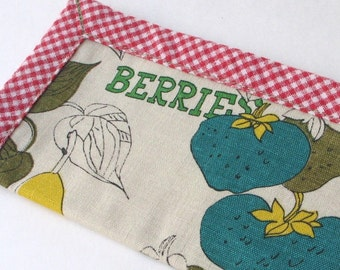 SALE Berries and Gingham Billfold Checkbook Cover