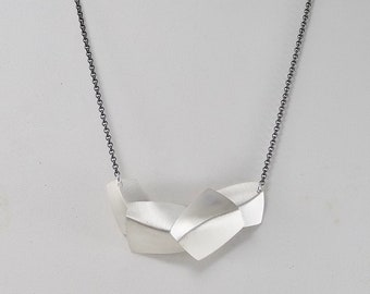 Horizontal Flow Necklace - N1570