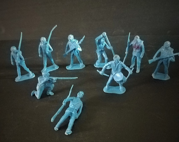 9 Blue Army Men