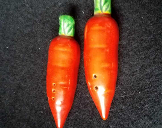 Vintage Carrots Salt and Pepper Shakers