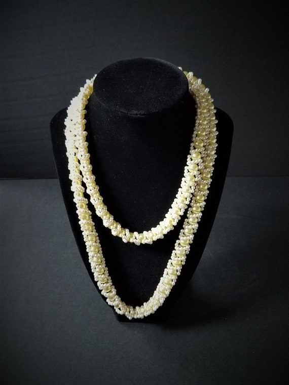 1950s Yellow Beaded Necklace
