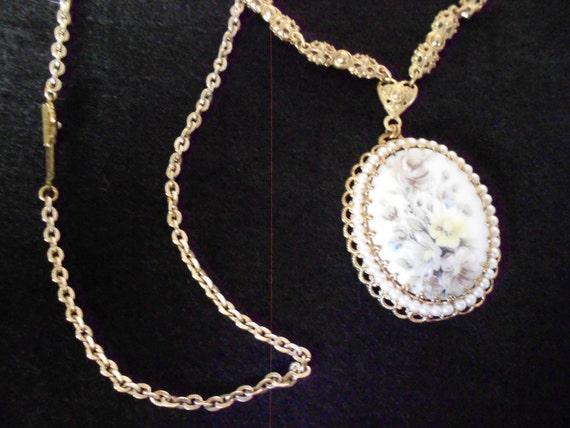 Porcelain/ Pendant/ Necklace/ Mid Century/ Floral