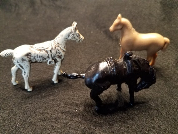 Set of 3 Plastic Toy Horses