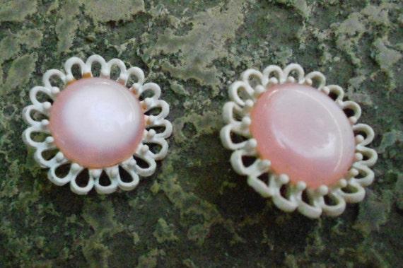 Earrings/Vintage/ Pink/ Flower/Clip on