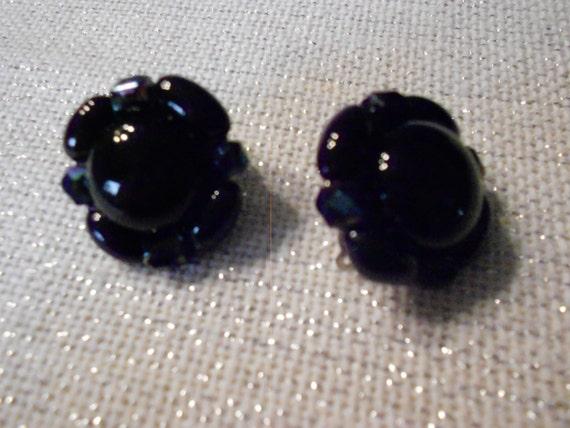 Vintage Earrings/ Black/ Clip On