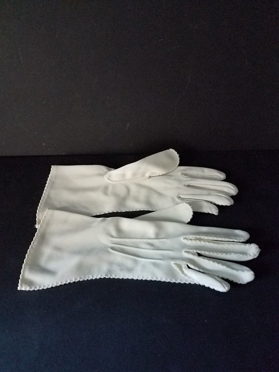 Ladies White Knit Gloves