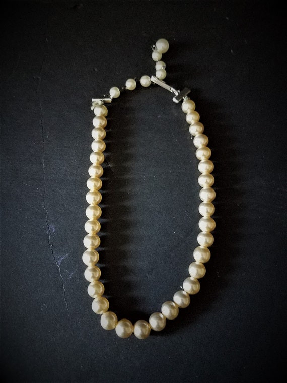 Single Strand Faux Pearl Choker