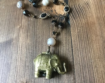Un Elephant black brass gold labradorite topaz long necklace vintage